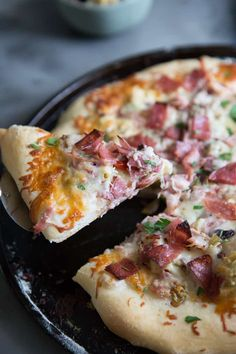 This Muffaletta Sandwich Pizza Recipe is so flavorful and simple. It gives the famous sandwich a run for its money! This is one unforgettable pizza! Muffaletta Recipe, Muffuletta Sandwich, Quick Dinner Recipes, Quick Meals, Great Recipes, Favorite Recipes, Sandwich Recipes, Pizza Recipes, Gourmet Recipes