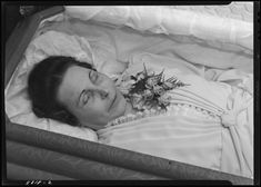 open casket surrounded by flowers, Lafayette Studios photographs: decade, University of Kentucky Libraries - ExploreUK University Of Kentucky Library, Post Mortem Pictures, Post Mortem Photography, Present Day, Photo Archive, Death, France, Memories, Funeral Ideas