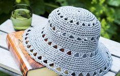 Virkkaa kesähattu raffiasta - Kotiliesi.fi Chevron Crochet Patterns, Crochet Cowl Free Pattern, Crochet Basket Pattern, Diy Crochet, Knitting Patterns, Crochet Summer Hats, Crochet Hats, Sombrero A Crochet, Crochet Princess