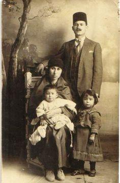 Bir OSMANLI ailesi, mutlu-huzurlu.. Roller belirgin, reçeteye uygun görünüyor. 22-12-11 Turkish family - early c. 20