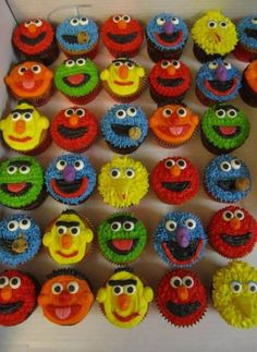 cupcakes for sesame street party Monster Birthday Parties, Elmo Party, 1st Boy Birthday, Birthday Ideas, Sesame Street Birthday Party Ideas, Elmo Birthday Cake, Mickey Party, Dinosaur Party, Dinosaur Birthday