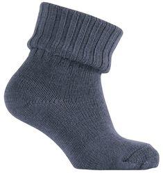 Șosete călduroase de foarte bună calitate de la Melton. Șosetele se potrivesc perfect, iar culoarea rămâne în țesătură spălare după splălare.   Combinația ideală pentru cei mici: șoseta fină, călduroasă și confortabilă.  Material: 90% lână, 9% poliamidă,1% elastan.  Mărimi disponibile: 20/22-39/41.  Vă rugăm să respectați instrucțiunile de spălare și îngrijire a lânii.  Vă recomandăm să utilizați un detergent special pentru lână. Tahiti, Socks, Fashion, Bamboo, Moda, Fashion Styles, Sock, Stockings, Fashion Illustrations