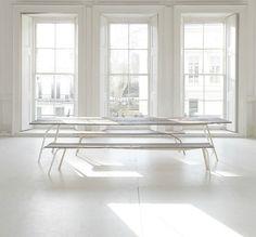 Inside picnic table white space, white houses, designer, all white, white. Interior Architecture, Interior And Exterior, Interior Design, Minimalist Interior, Minimalist Decor, Design Living Room, Living Spaces, Duplex, White Rooms
