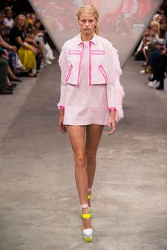 View all the catwalk photos of the Fyodor Golan spring / summer 2015 showing at…