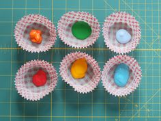 use cupcake liners to separate paint colours