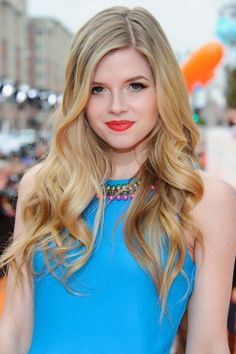 Ana Mulvoy Ten from house of anubis, i love her hair. Curled Hairstyles, Hairstyles Haircuts, Wedding Hairstyles, Hair Styles 2014, Long Hair Styles, Emma Stone Hair, Color Rubio, Long Wavy Hair, Wavy Curls