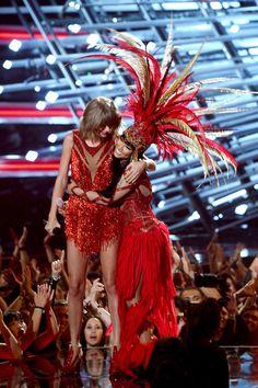 No feud here. Taylor Swift and Nicki Minaj hug it out at the 2015 VMAs.