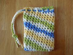 Crochet Handbags Super Simple Soap Saver Crochet Pattern - A soap saver free crochet pattern that is super simple to work up! Great pattern for a beginner! Crochet Scrubbies, Crochet Towel, Crochet Crafts, Crochet Yarn, Crochet Projects, Free Crochet, Beginner Crochet, Unique Crochet, Dishcloth Crochet