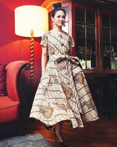 Batik Fashion, Abaya Fashion, Muslim Fashion, Batik Kebaya, Batik Dress, Batik Mode, Nice Dresses, Girls Dresses, Abaya Mode