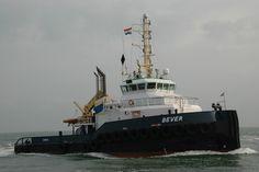 23 mei 2015 in de Maasmonding inkomend voor Rotterdam, met op sleeptouw de 'UR 3' Willem Koper aan boord 'Mercurius'  http://koopvaardij.blogspot.nl/2015/05/thuishaven-andijk_23.html