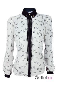 Nowa szyfonowa koszula Atmosphere w białym kolorze w czarne ptaki. Koszula gustowna, o ciekawym kroju, na długi rękaw, z przodu posiada czarny kołnierz i lamówkę dodającej jej ciekawy i oryginalny wygląd. Rękawy zapinane na guziki. Z kompletem firmowych metek Atmosphere.