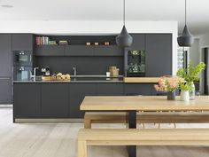 Kitchen Architecture - bulthaup furniture in graphite with an oak bar and stainless steel worktops. Kitchens And Bedrooms, Home Kitchens, Dark Blue Kitchens, Bulthaup Kitchen, Open Plan Kitchen Living Room, Dining Room, Round Kitchen, Küchen Design, Design Ideas