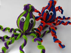 I spy your kid's very own octopi.  Click for other silly crafts made with pipe cleaners!