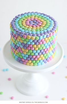 These Beautiful Easter Cakes Will Be the Sweetest End to Your Sunday Meal - Give your Easter dessert table a serious upgrade with these magnificent cakes. Easter Deserts, Easter Snacks, Easter Treats, Easter Recipes, Easter Cake Easy, Easter Bunny Cake, Rainbow Candy, Cake Rainbow, Rainbow Food