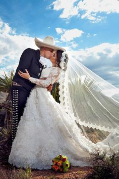 I must one day have a charro wedding !!