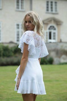 Konfirmationskjoler - Eksklusive kjoler til konfirmander Confirmation Dresses, White Dress, Flower Girl Dresses, Hair Beauty, Dresser, Wedding Dresses, Outfits, Clothes, Inspire