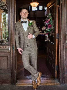 Groom wearing vintage Great Gatsby-inspired tweed suit Great Gatsby Wedding, Wedding Ideas, Tweed Suits, Groom, Inspired, Modern, How To Wear, Vintage, Style