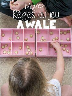 L'Awalé est un jeu d'origine africaine de a famille des Mancalas. C'est un jeu stratégique où il faut récolter le plus de graines. Voici les règles du jeu chassant qu'il existent de nombreuses façon d'y jouer.