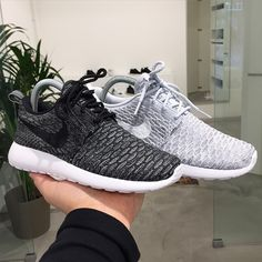"Nike roshe run flyknit ""wolf grey & black"""