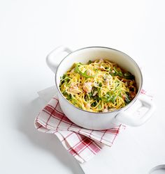 British crab is in season from April to late autumn. Try its delicate and fragrant meat in our easy recipes, including crab cakes, noodle dishes and potted crab.