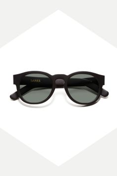 20 great winter sunglasses: NeverUnderdressed.com