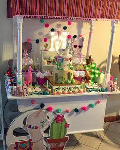 La imagen puede contener: comida e interior Unique Birthday Party Ideas, Girl Birthday Themes, 4th Birthday Parties, 9th Birthday, Frida Kahlo Party Decoration, Llama Birthday, Fiesta Party, First Birthdays, Party Time