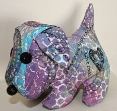 A Gelli Doggy!! Carol Fox experimented with Gelli printing on basic white poly cotton fabric - her results are fun and her creation is adorable!