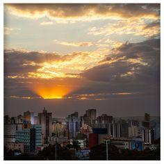 Hoje é aniversário de Goiânia, 80 anos. Capital do Goiás, foi fundada em 24 de outubro de 1933 e distante 209 km de Brasília, possui uma geografia com baixadas e  terras planas na maior parte de seu território, com destaque para o rio Meia Ponte. Foto: Embratur.