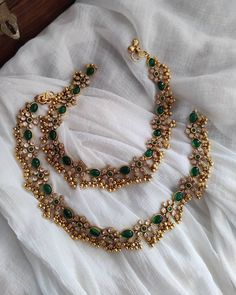 Antique Jewellery Designs, Fancy Jewellery, Gold Jewellery Design, Gold Jewelry, Temple Jewellery, Gold Bangles, Gold Necklace, Jewelry Design Earrings, Gold Earrings Designs