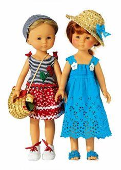 Des poupées en tenue de vacances / Dolls in dress of holidays, blue, white, red, tricolor national day