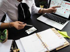 """La parte """"fácil"""" está en pensar en ideas de negocio pero el mayor porcentaje de éxito recae en la ejecución. Así que tener una estrategia es vital para el éxito del negocio; esa estrategia se llama Modelo de negocio. Aprende cómo crear un modelo de negocio en tan solo 7 días para garantizar el futuro de tu negocio."""