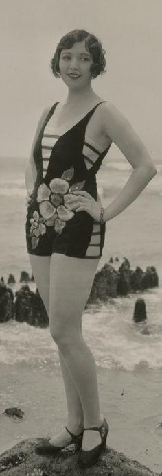 20s Fashion, Fashion History, Retro Fashion, Girl Fashion, Vintage Fashion, Vintage Bathing Suits, Vintage Bikini, Vintage Swimsuits, Moda Art Deco