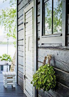 kuva Building A Sauna, Sauna Shower, Sauna Design, Outdoor Sauna, Finnish Sauna, Summer Cabins, Spa Rooms, Lake Cabins, Cottage Interiors