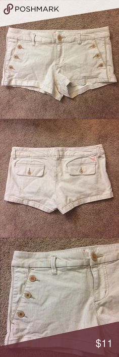 American Eagle Short Shorts Sz 6 White W/ Brown These EUC American Eagle Short Shorts (in size 6) are in excellent condition and the perfect edition to your summer wardrobe. They are perfect to wear while running errands in the heart or wearing to the pool! These shorts are white with thin brown stripes. The buttons are the perfect accent as well! The shorts also include two spare buttons. These shorts are 98% cotton and 2% spandex. American Eagle Outfitters Shorts