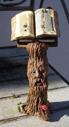 scale Doll House Miniature -Magic Bookstand - thinking of something similar as a pedestal table Haunted Dollhouse, Haunted Dolls, Dollhouse Miniatures, Home Decoracion, Kobold, Fairy Furniture, Minis, Paperclay, Mini Things