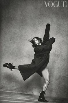 Lindbergh Francesca Hayward, Royal Ballet principal dancer Door hardware - Have you got a handle on Model Poses Photography, Movement Photography, Vogue Photography, Creative Photography, Lifestyle Photography, Editorial Photography, Francesca Hayward, High Fashion Poses, High Fashion Shoots