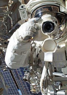 Smile! Astronaut snaps a picture during spacewalk (Photo: NASA)
