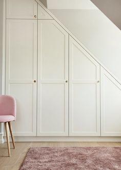 Velkommen til Handcrafted Interiors univers - Handcrafted Interior Bedroom Built In Wardrobe, Attic Wardrobe, Small Apartment Interior, Home Interior Design, Retro Home Decor, Cheap Home Decor, Wardrobe Door Designs, Built In Furniture, Staircase Design