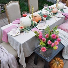 In California the fall season has the best weather. It's the perfect time for fall entertaining outdoors. Front Porch Bench, Patio String Lights, Patio Lighting, Outdoor Entertaining, Fall Season, Reception, Backyard, Table Decorations, Autumn
