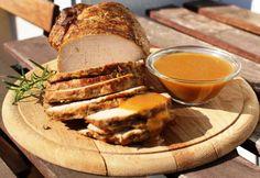 Egybesült karaj Gravy mártással recept képpel. Hozzávalók és az elkészítés részletes leírása. Az egybesült karaj gravy mártással elkészítési ideje: 115 perc