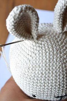 Es un Mundo Amigurumi: Patrón gratis!!! Conejita con Cintillo de Flores Crochet Unicorn Pattern, Crochet Cow, Giraffe Crochet, Crochet Teddy, Booties Crochet, Crochet Patterns Amigurumi, Baby Blanket Crochet, Diy Crochet, Crochet Dolls