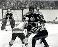 Derek Sanderson taking the draw | Boston Bruins | NHL | Hockey Boston Sports, Boston Red Sox, Hockey Boards, Bobby Orr, Boston Bruins Hockey, Hockey World, Hockey Stuff, Vancouver Canucks, The Draw