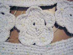 Alfombra blanca http://herminiaregolf.blogspot.com.es/2011/02/detalle-alfombra-de-flores-blancas.html
