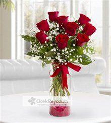 Silindir vazo içerisinde cipso ve yeşilliklerle süslenmiş 9 adet kırmızı gülden oluşan bu aranjman sevdiklerinizi mutlu etmenin en güzel yolu.    http://www.cicekreyonum.com/gonderime-gore/silindir-vazoda-9-adet-kirmizi-gul-ry3513845