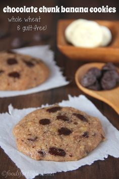 Chocolate Chunk Banana Cookies -- unbelievably soft and chewy! An easy skinny. clean-eating treat that doesn't taste healthy at all! Healthy Baking, Healthy Desserts, Just Desserts, Healthy Cookies, Baking Recipes, Snack Recipes, Dessert Recipes, Sweets Recipe, Sin Gluten