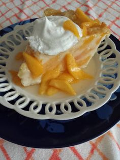 Peaches and Cream Pie http://www.southernplate.com/2013/08/peaches-and-cream-pie.html