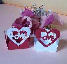 Forminha Love   A forminha Love é uma linda opção para você decorar sua mesa de doces. Feita em papel de gramatura 180.São composta de duas camadas de papel no coração.  Podemos fazer na cor e tamanho desejado pelo cliente, consulte-nos.  Dimensões:  Base da forminha: 3,5 cm  Altura máxima: 4,0 cm  Quantidade mínima: 50 unidades.  Responderemos em até 24 h no caso de entrar em contato. Se você não obter resposta durante o período, acima indicado, verifique em sua caixa de spam /lixeira ou…