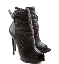 ANKLE BOOT COM TIRA