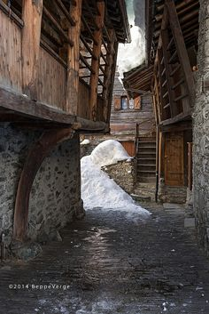 Peasant Houses in a Village Medieval Houses, Medieval World, Medieval Peasant, Cool Pictures, Cool Photos, Arch Architecture, Castle Wall, Walled City, Seven Wonders