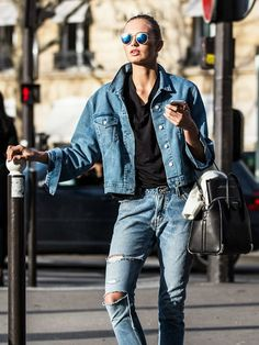 Making things right can be achieved in perfrct way with ladylike looks. This article's topic is an ultimate guide to tomboy chic style. Tomboy Chic, Sporty Chic, Jean Outfits, Stylish Outfits, Fall Outfits, Summer Outfits, Double Denim, Fashion Week Paris, Jeans And Sneakers
